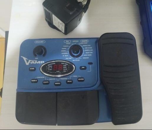 Pedaleira V-Amp com Wha Wha pedal de expressão. Top!