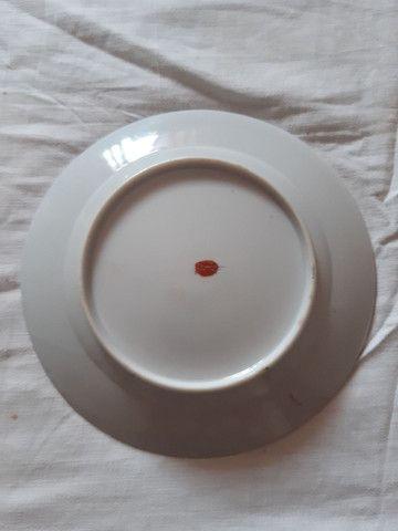 lote 4 pratos porcelanas japonesas antigas pintados à mão filetado a ouro - Foto 2