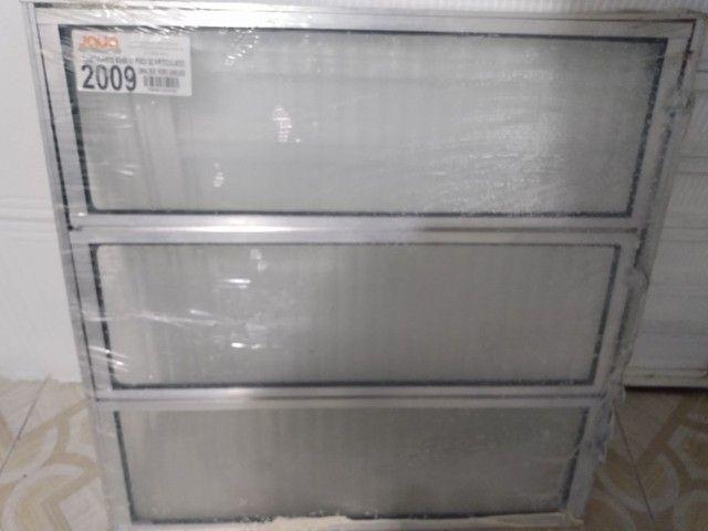 Basculante de Alumínio 60x60 com Vidro Canelado - Foto 3