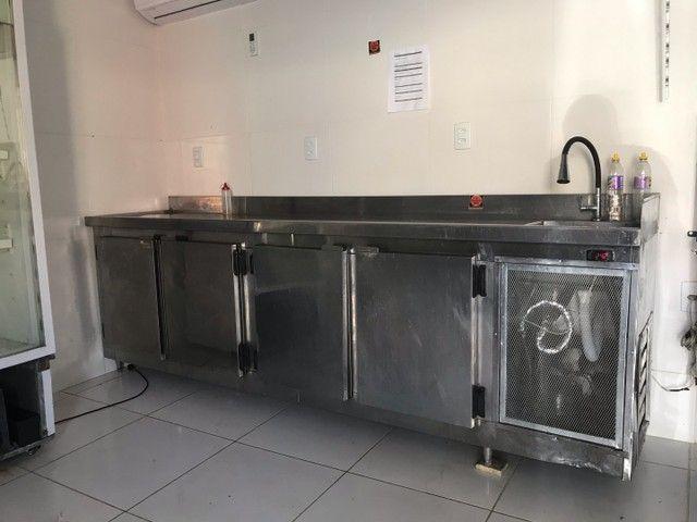 Bancão refrigerador de 4 portas e pia  - Foto 2