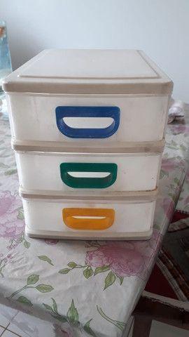 Gaveteiro de plástico pequeno com 3 gavetas para mesa - Foto 2