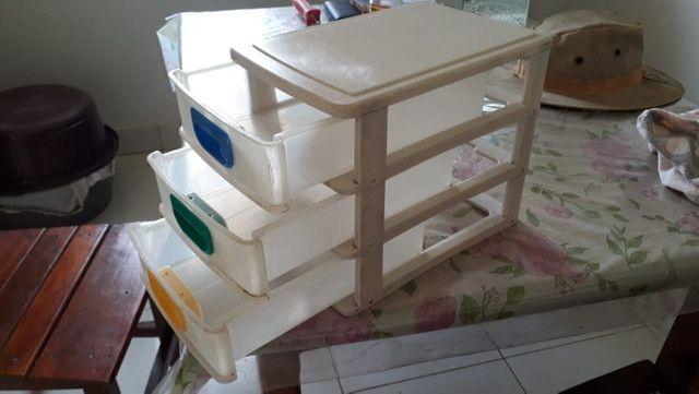 Gaveteiro de plástico pequeno com 3 gavetas para mesa - Foto 3