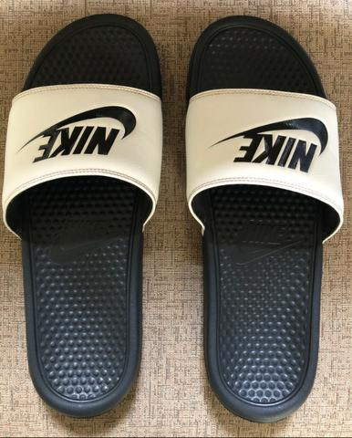 dfeac5422b660 Sandália Nike Benassi JDI Masculina Original - Branco e Preto Tamanho: 44