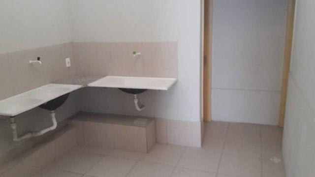 Alugo casa 3 quartos no Bairro Dias Macedo - Foto 5