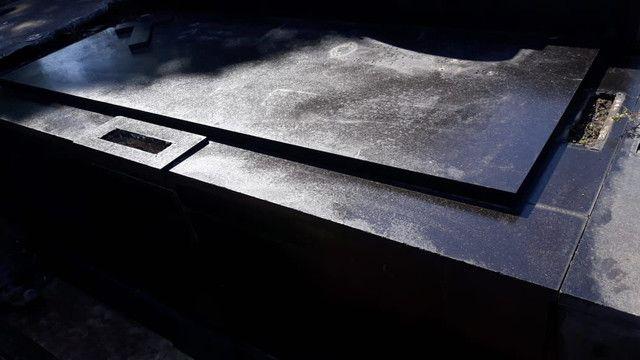 Jazigo em granito preto cemitério São F Xavier(cajú) Aceito troca. - Foto 3