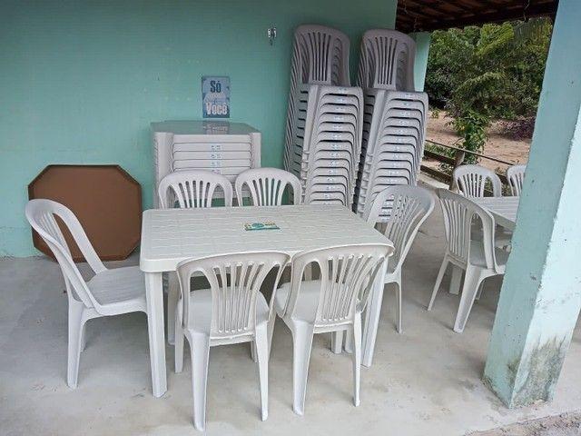 Conjunto de mesa com cadeiras em plástico  - Foto 4