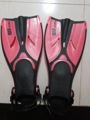 Nadadeiras (pé de pato) seminovas - Foto 4
