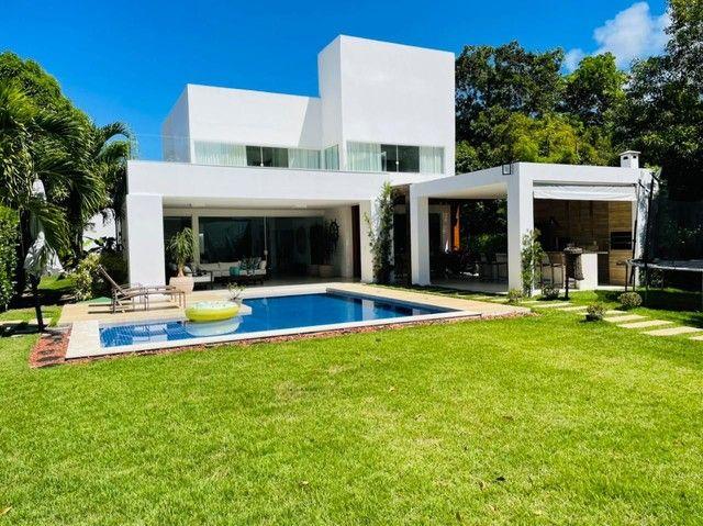 Casa de condomínio para venda possui 450000 metros quadrados com 5 quartos