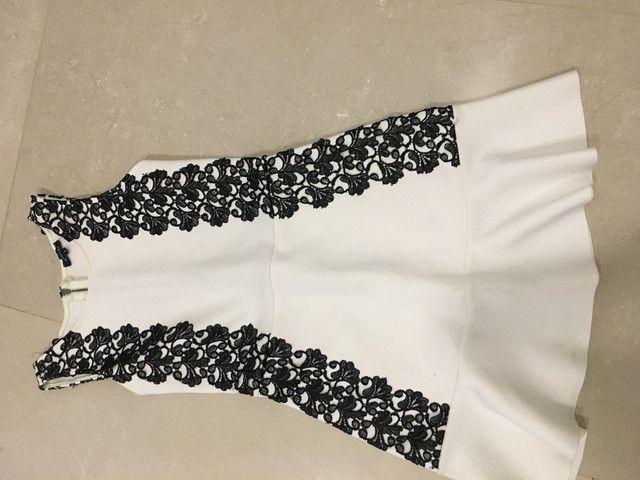 Dois vestidos por 60,00