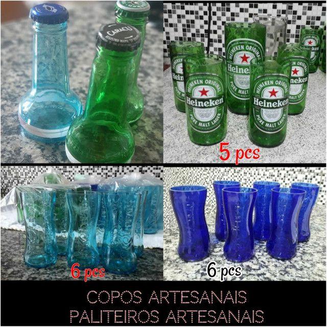 Copos de cerveja artesanal  e paliteiro - corona, beats e heineken