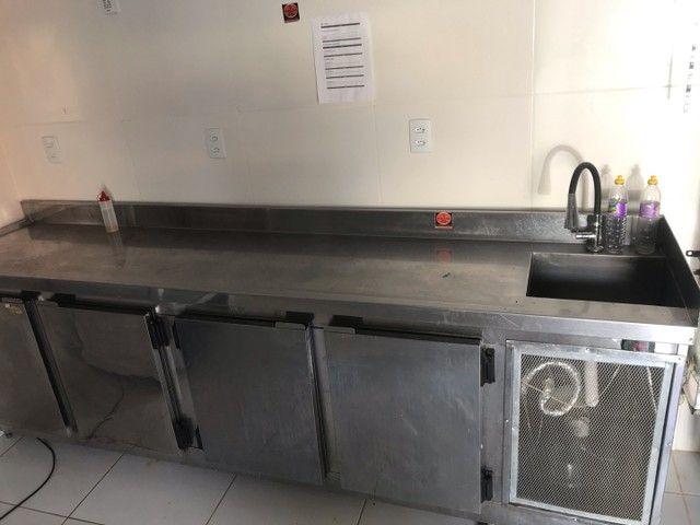 Bancão refrigerador de 4 portas e pia  - Foto 3