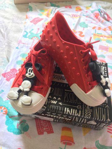 Sapatos e sandálias originais