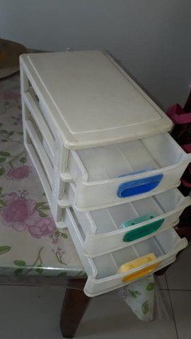 Gaveteiro de plástico pequeno com 3 gavetas para mesa - Foto 4