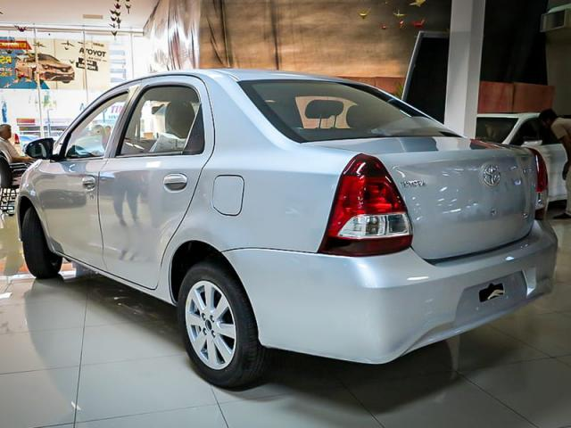TOYOTA ETIOS SEDAN X PLUS 15 MT 19/20 - Foto 4