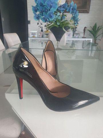 Sapato Scarpin Preto Vernizado número 43 (Usado apenas 1x)