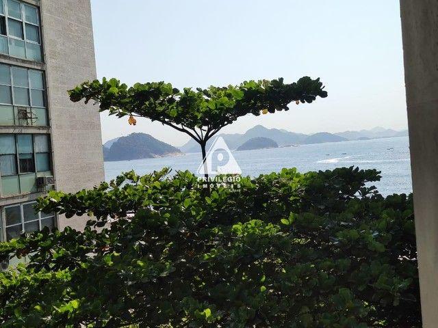 PRIVILÉGIO IMÓVEIS vende : Excelente apartamento na quadra da praia de Copacabana - Foto 2