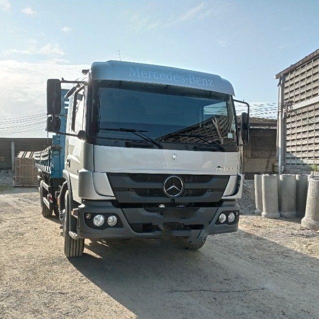 Caminhão Mercedes Benz, ano 2021