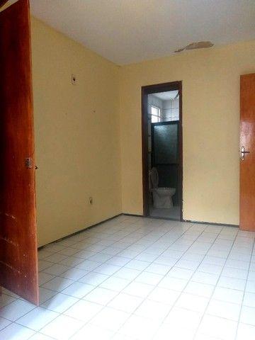 Apartamento para aluguel possui 100 metros quadrados com 3 quartos em Icaraí - Caucaia - C - Foto 14