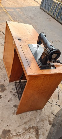 Maquina singer antiga com gabinete - ENTREGO