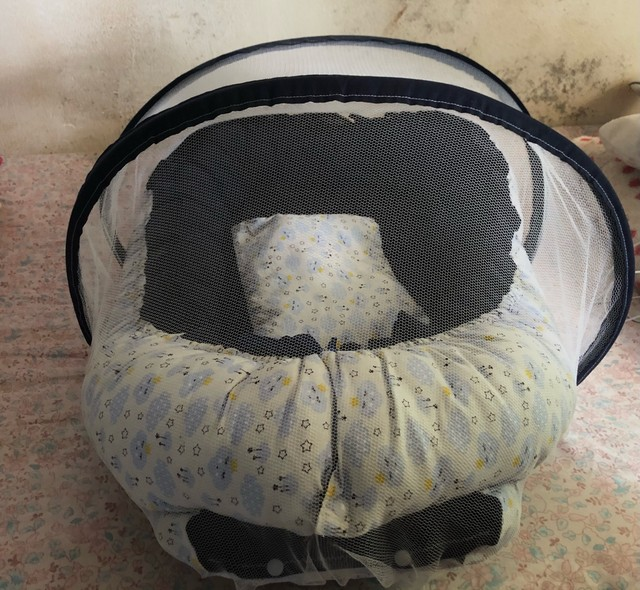 Berço de bebê portátil usado pouquíssimas vezes  - Foto 2