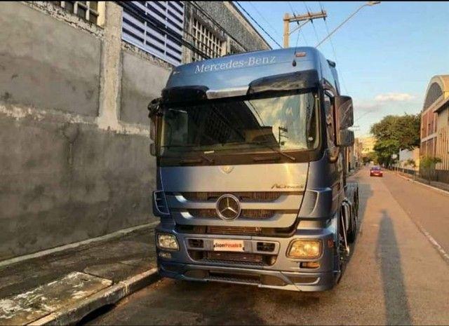 Caminhão Mercedes actros