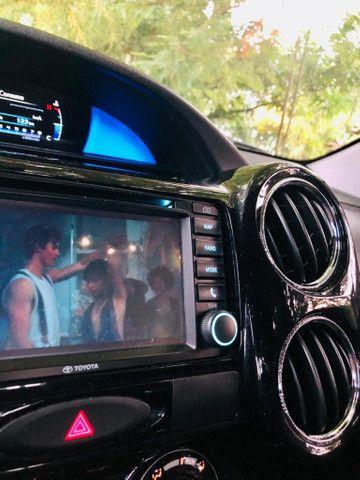 Toyota Etios Platinum automático $ 51.490,00 impecável - Foto 18