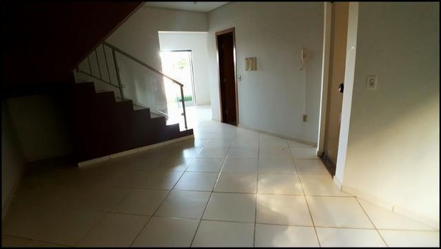 Cond. Talismã - Sobrado 3 quartos, 123 m² c/ quintal na 404 Norte