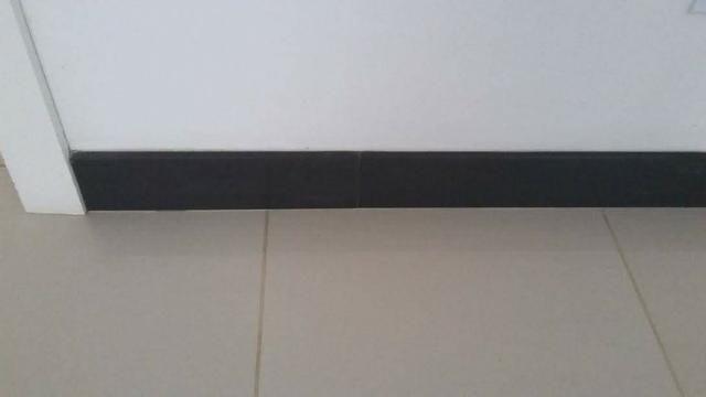 Porcelanato Eliane preto rodapé 40x8,5 15 peças