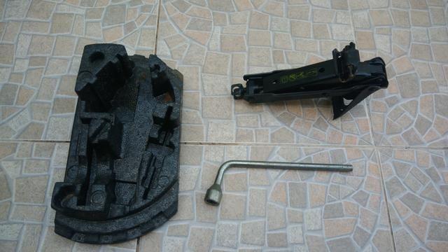 Kit Alojamento Macaco e Chave de Roda Fiat Uno modelo novo