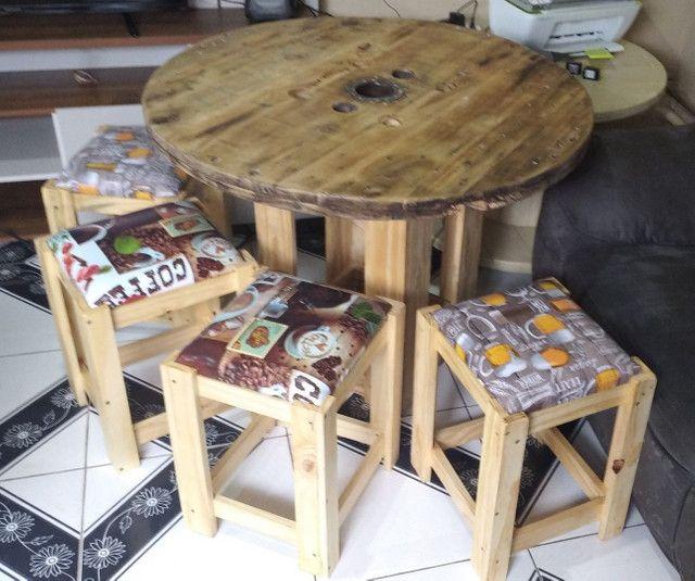 Mesa Bobina de madeira churrasco com 4 o 6 banquetas , promoção 499 RS/ 649 RS