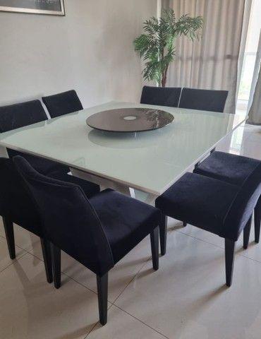 Mesa laca branca com 8 cadeiras veludo preto e detalhes espelhados  - Foto 2