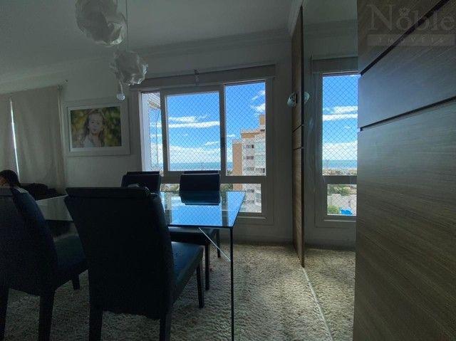 Apartamento com sacada ampla e vista para o mar e rio - Foto 9