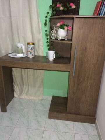 Escrivaninha com armário