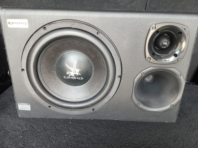 Caixa trio amplificada automotiva