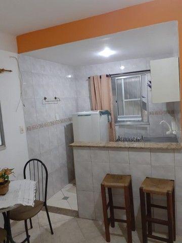 Quitinete excelente localização em Itapuã, mobiliado, garagem, pronto para morar. - Foto 5