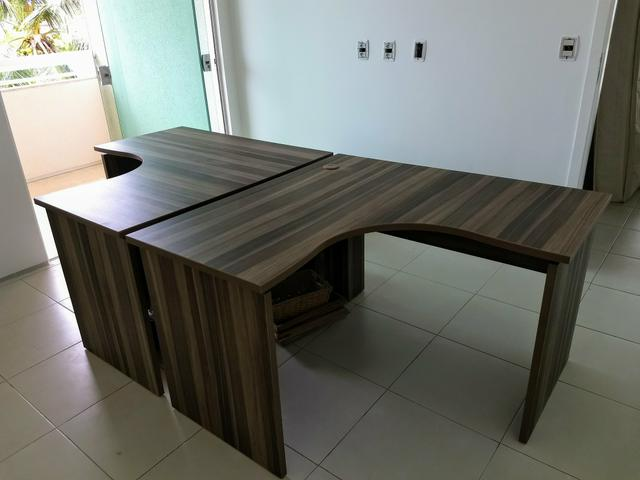 Mesas em formato L para escritório
