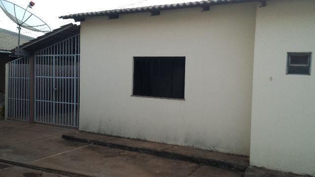 Casa Aureny I, 2/4, 1 banheiro, sala/cozinha americana Garagem Sem Corbertura
