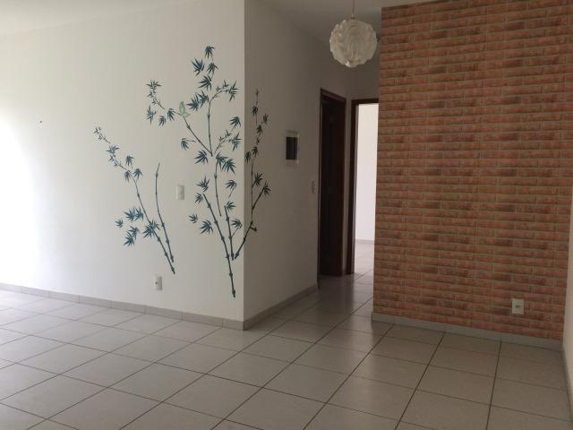 Aluga-se apartamento no condomínio Torres do Coxipó com 2/4