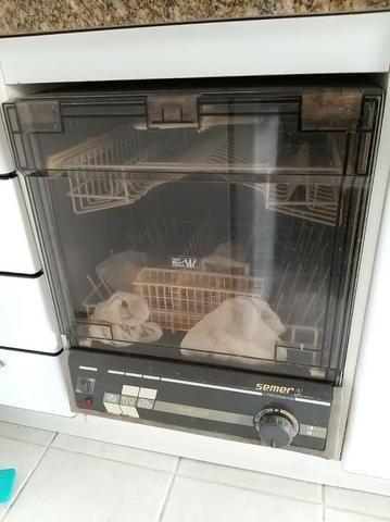 Máquina de lavar louça antiga