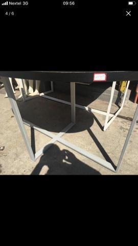 Mesa em MDF e laminado. Possui pés de metal. Ótima qualidade!!!! - Foto 5