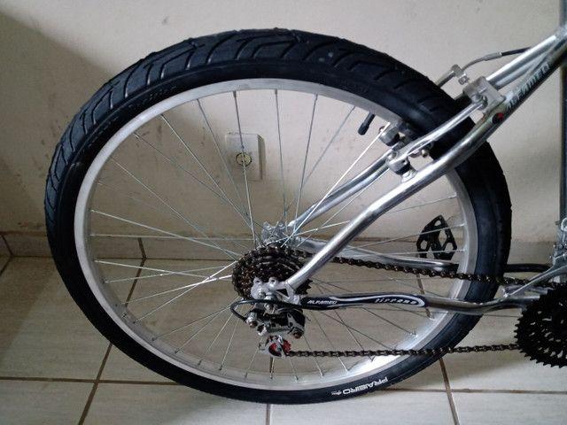 Bicicleta aro 26 impecável cromada sem detalhes - Foto 6
