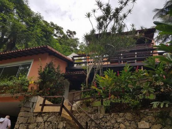 Cond. Ponta do Cais - Linda Casa com 04 quartos sendo (03 suítes) em Marinas, Angra dos Re