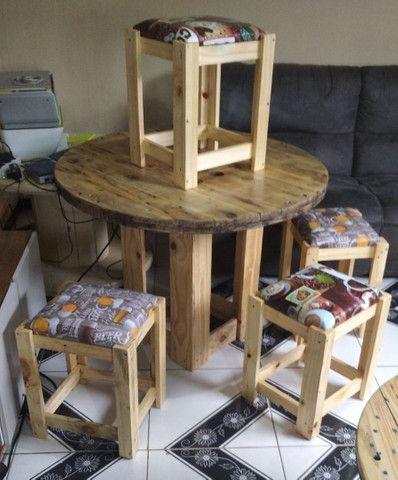 Mesa Bobina de madeira churrasco com 4 o 6 banquetas , promoção 499 RS/ 649 RS - Foto 3