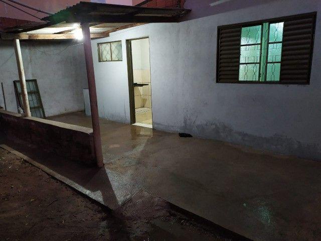 100065 - Casa sozinha no lote no Shopping Park
