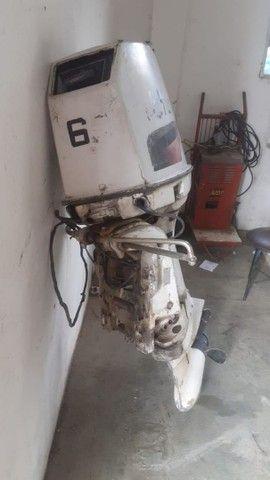 Motor de popa Johnson 60 HP.