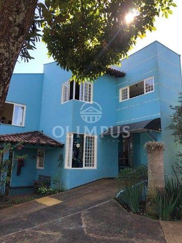 Lindo sobrado de 200m² em terreno de 864m² com ótima localização em Uberlândia.