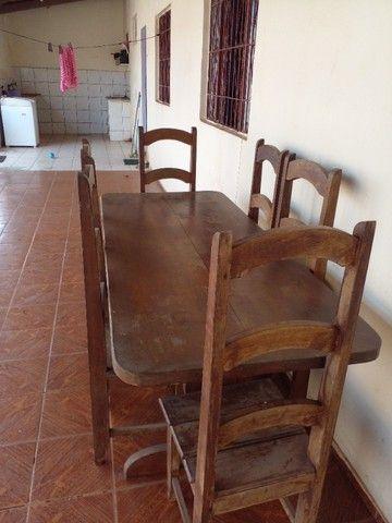 Mesa de madeira com 8 cadeiras - Foto 2