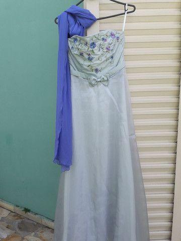 Vestido de festa azul claro com flores bordadas - Foto 4