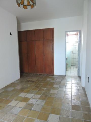 Apartamento com 3 Quartos para Alugar, 130 m² por R$ 800/Mês - Foto 14