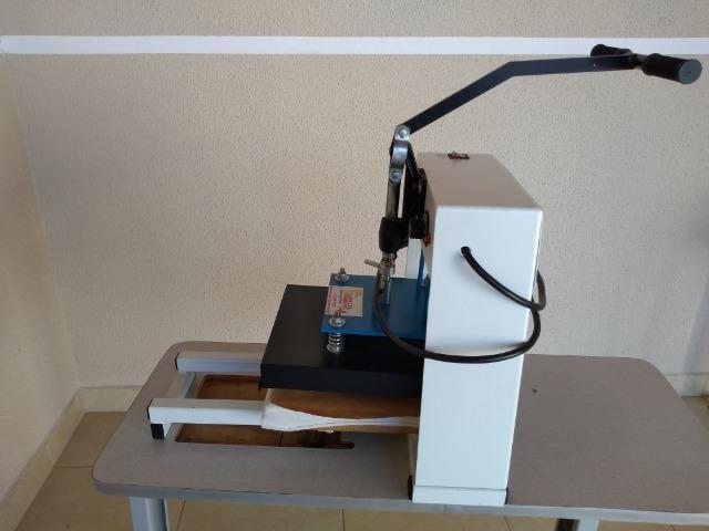 Máquinas para fabricação de chinelos